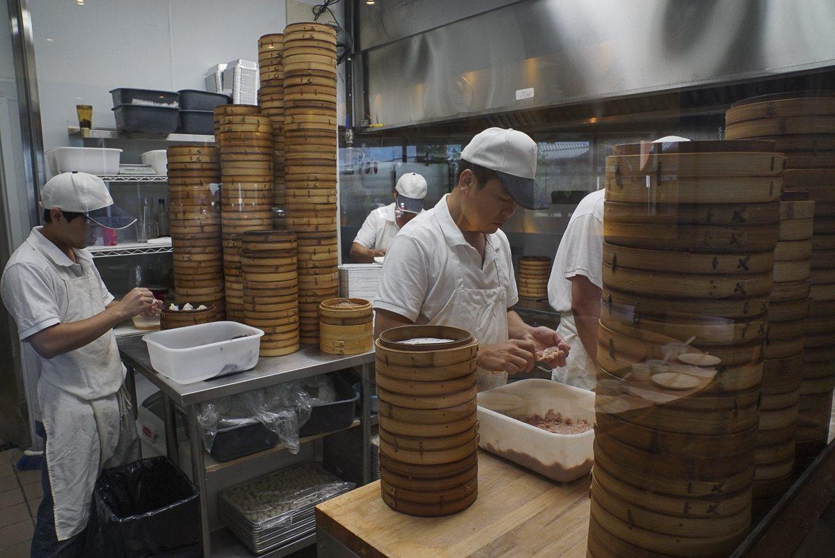 toronto-restaurants-chefs-in-the-burbs-erwin-joaquin-ding-tai-fung-dumpling-making-1