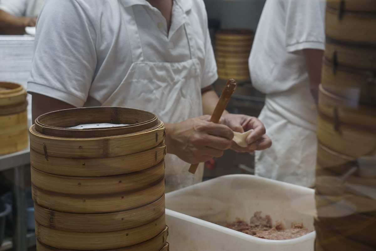 toronto-restaurants-chefs-in-the-burbs-erwin-joaquin-ding-tai-fung-dumpling-making-2