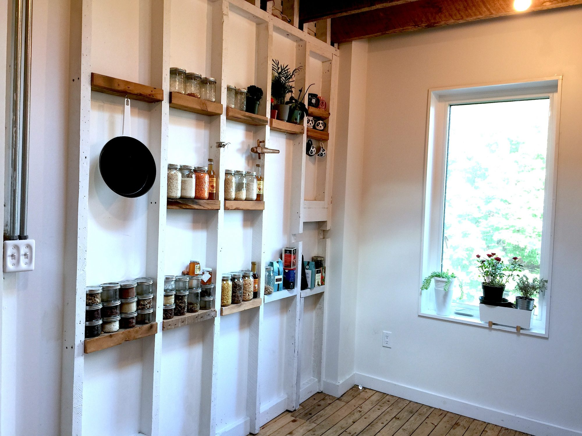 tornoto-apartment-for-rent-917-ossington-avenue-5