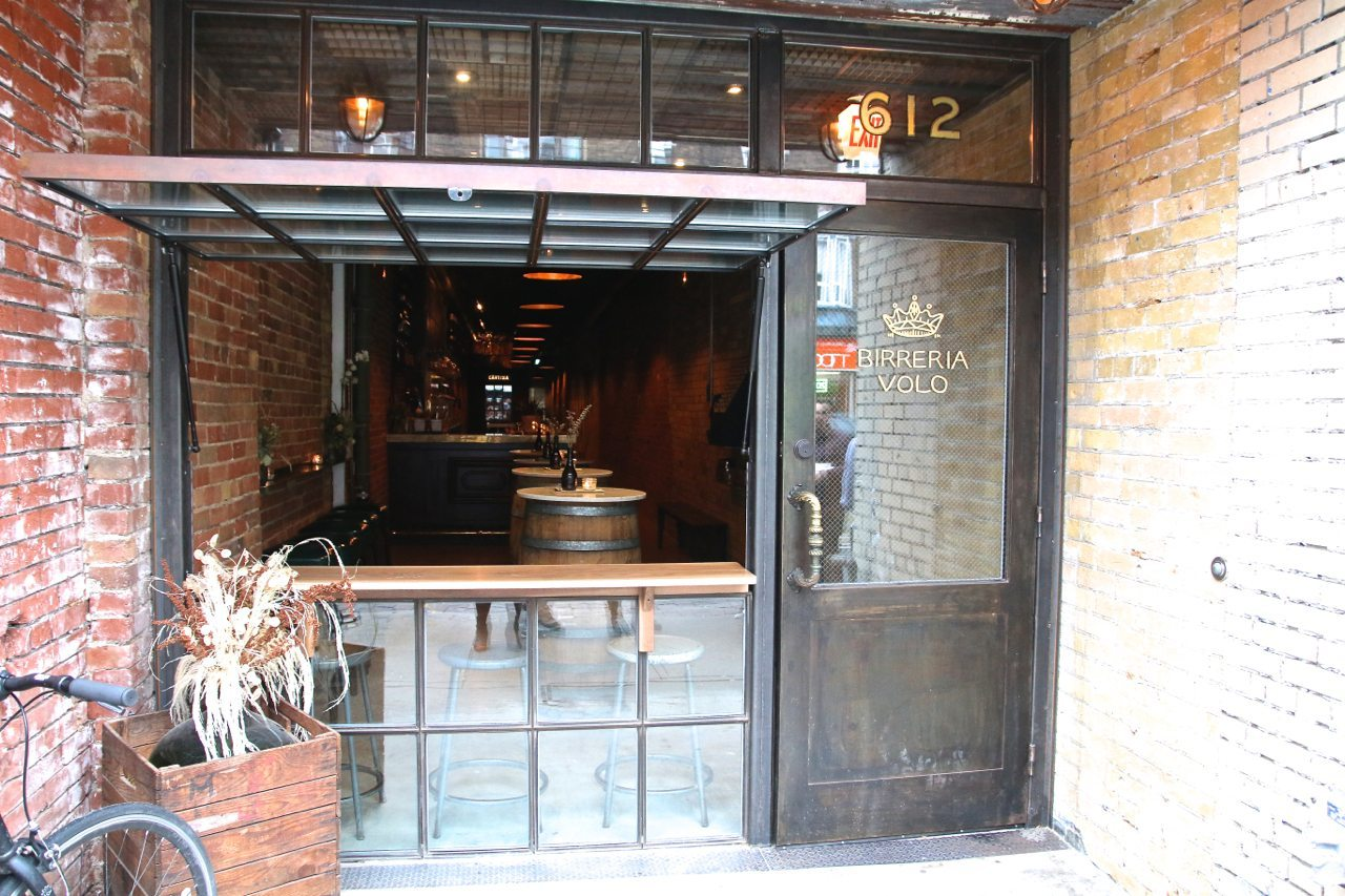 toronto-bars-restaurants-birreria-volo-bar-beer-little-italy-exterior