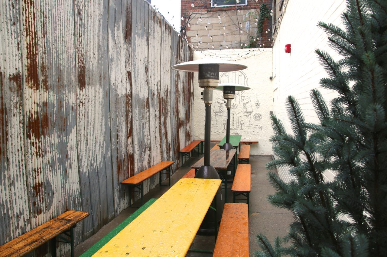 toronto-bars-restaurants-birreria-volo-bar-beer-little-italy-patio-2