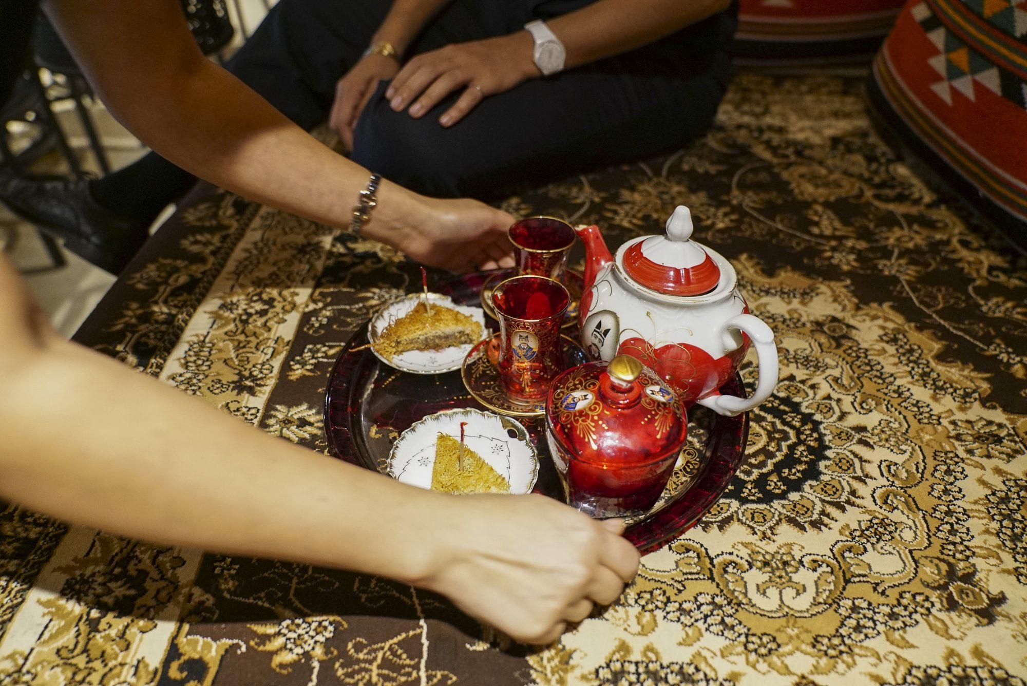toronto-restaurants-chefs-in-the-burbs-samira-mohyeddin-banu-north-york-shabestan-tea-setting