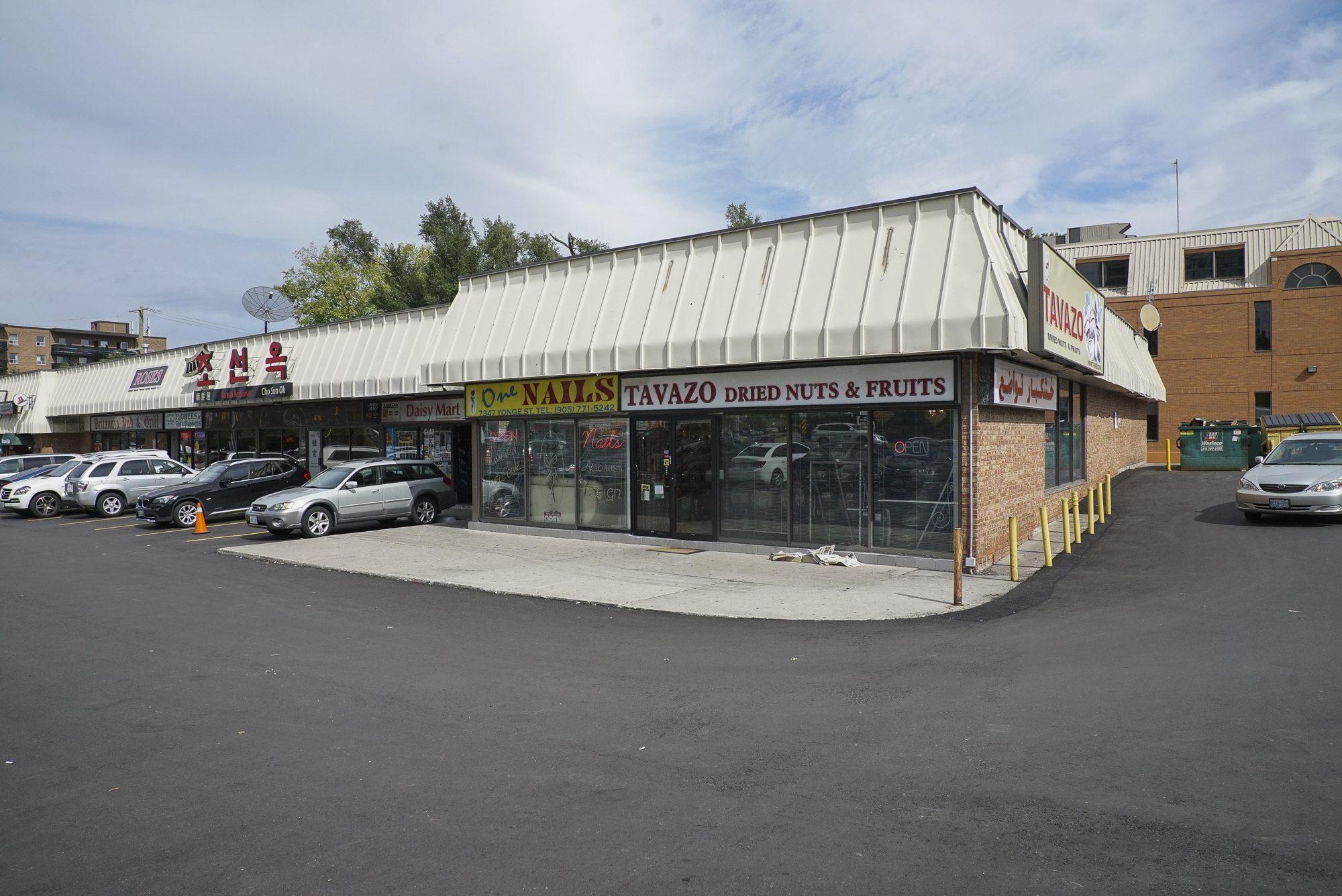 toronto-restaurants-chefs-in-the-burbs-samira-mohyeddin-banu-north-york-tavazo-exterior