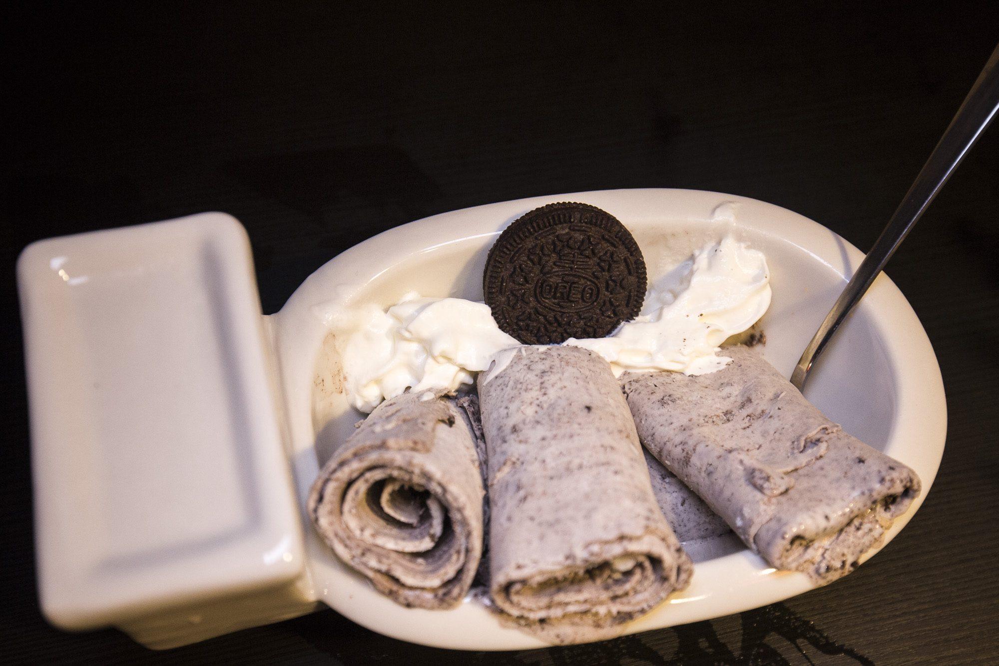 toronto-streeters-first-poop-cafe-annex-oreo-thai-ice-cream-juhi