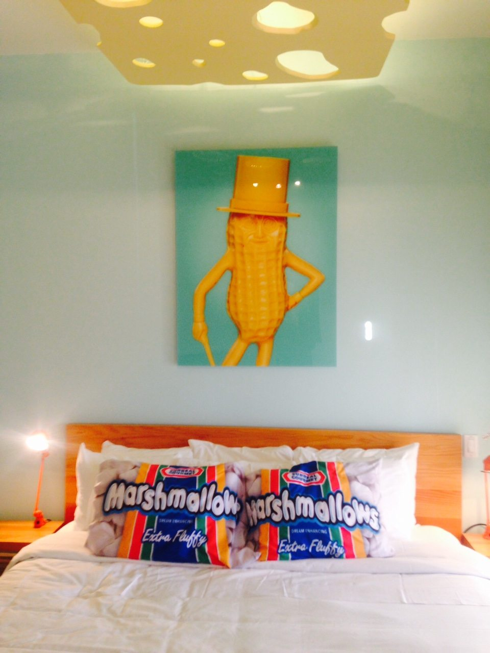 toronto-chefs-restaurants-consumed-bob-blumer-food-network-surreal-gourmet-gladstone-hotel-pillows