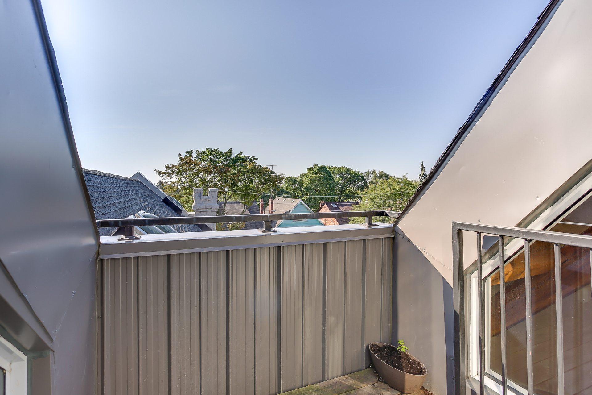 toronto-condo-for-rent-384-sunnyside-avenue-7