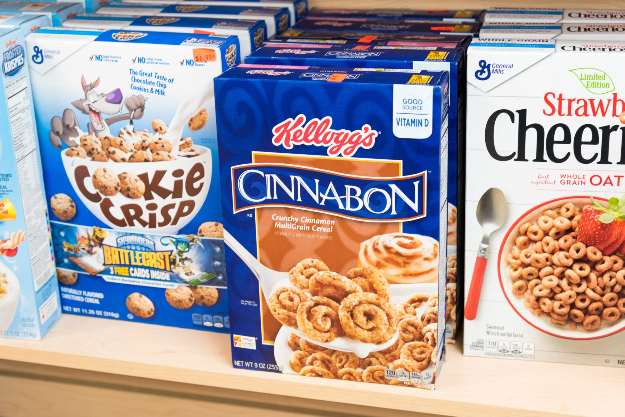toronto-food-shops-ridiculist-sweet-addictions-candy-co-cinnabon-cereal