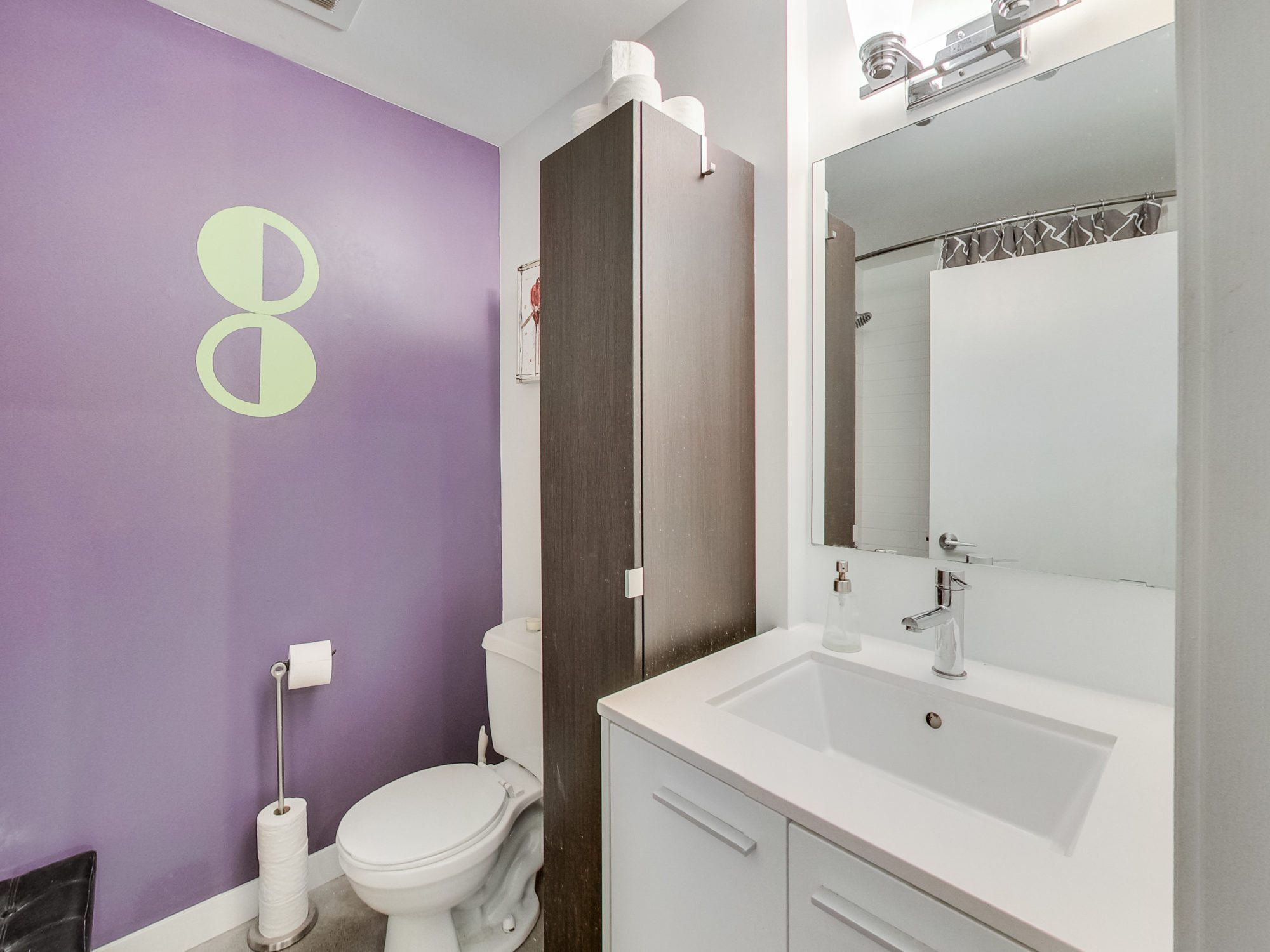 toronto-real-estate-condo-of-the-week-52-sumach-street-bathroom