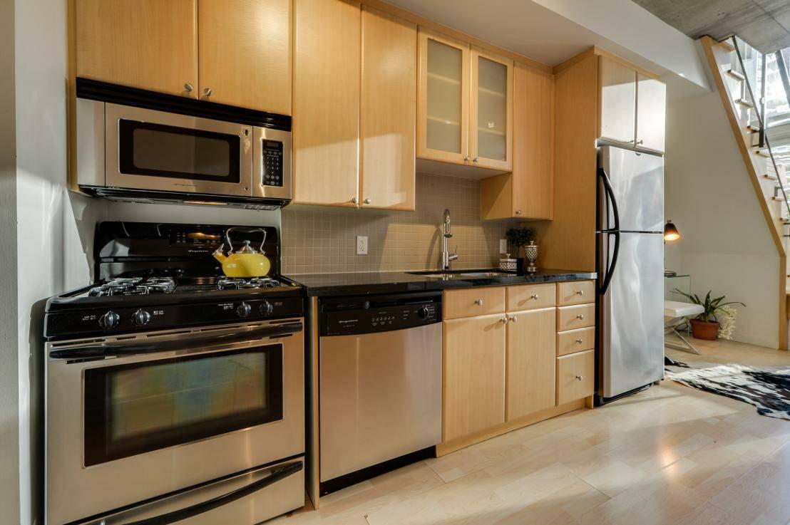 toronto-condo-for-rent-1-shaw-street-3