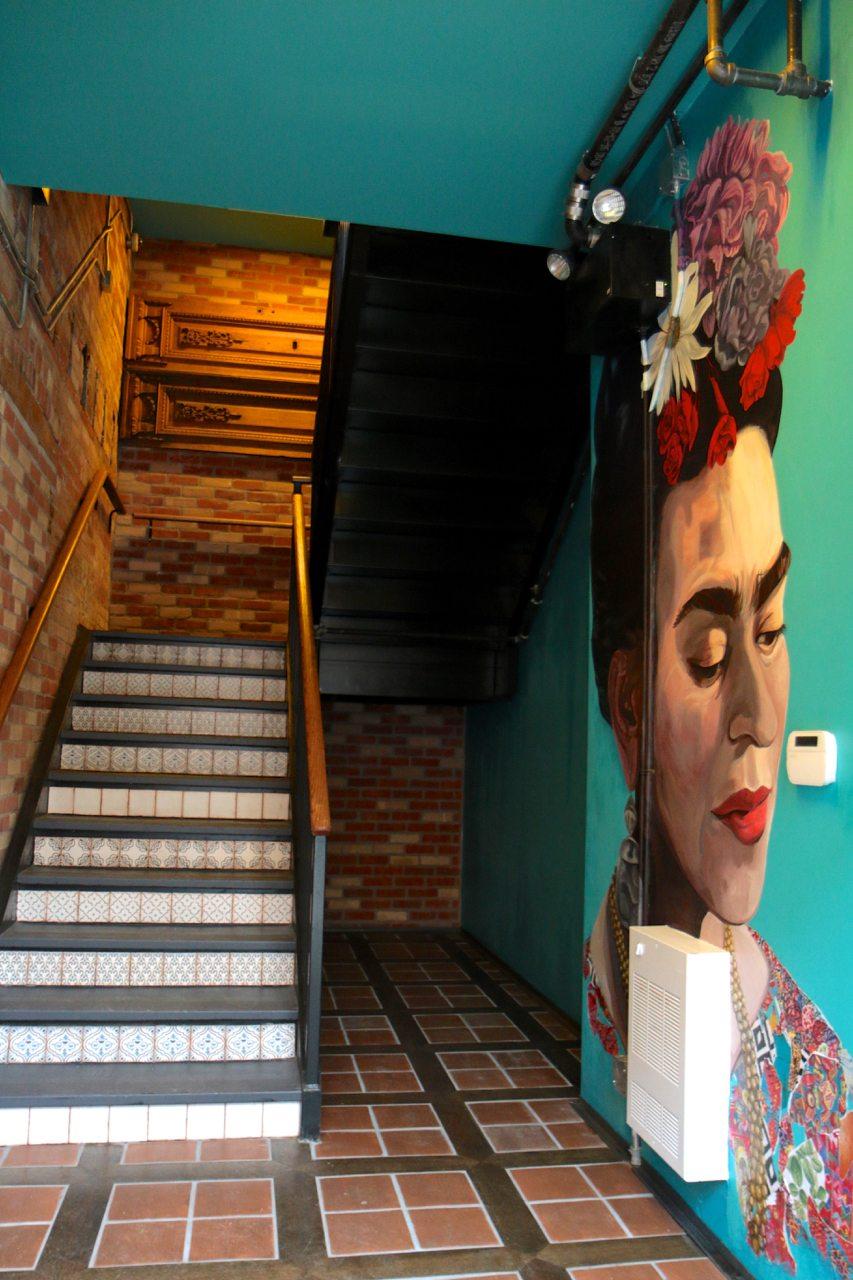 toronto-restaurants-bars-clubs-baro-steve-gonzalez-latin-american-king-west-hallway-mural