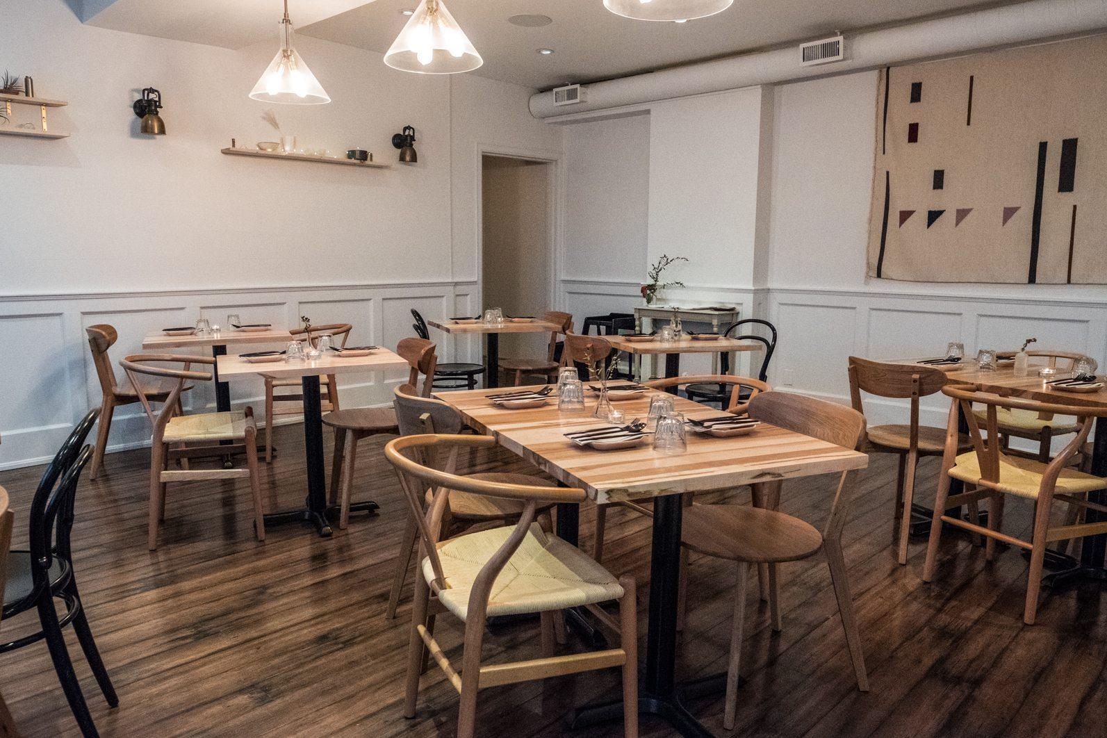 toronto-restaurants-doma-korean-french-little-italy-dining-room-2