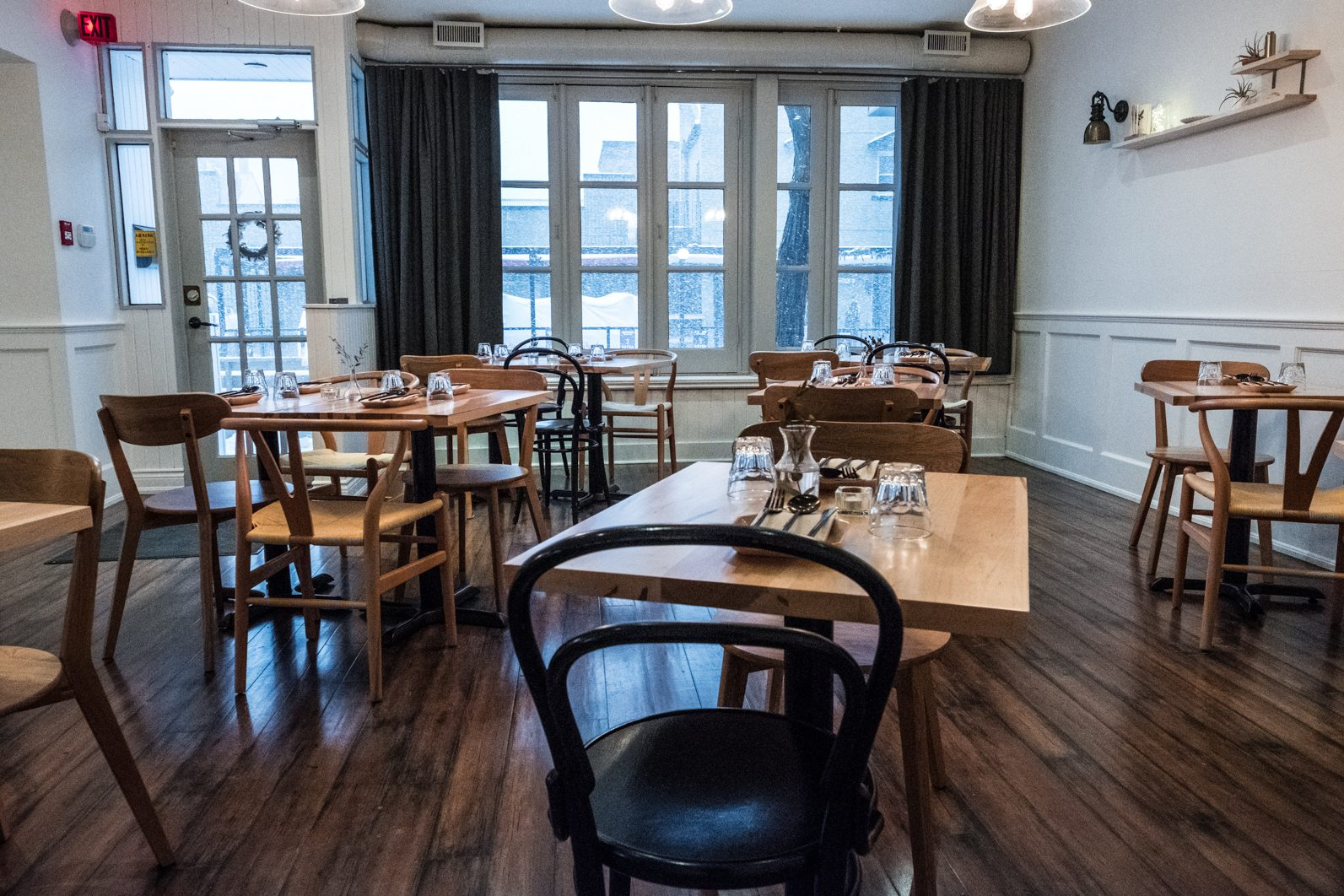 toronto-restaurants-doma-korean-french-little-italy-dining-room