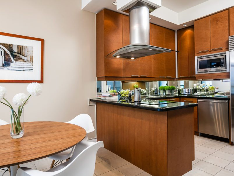 toronto-condo-sold-1121-bay-street-5