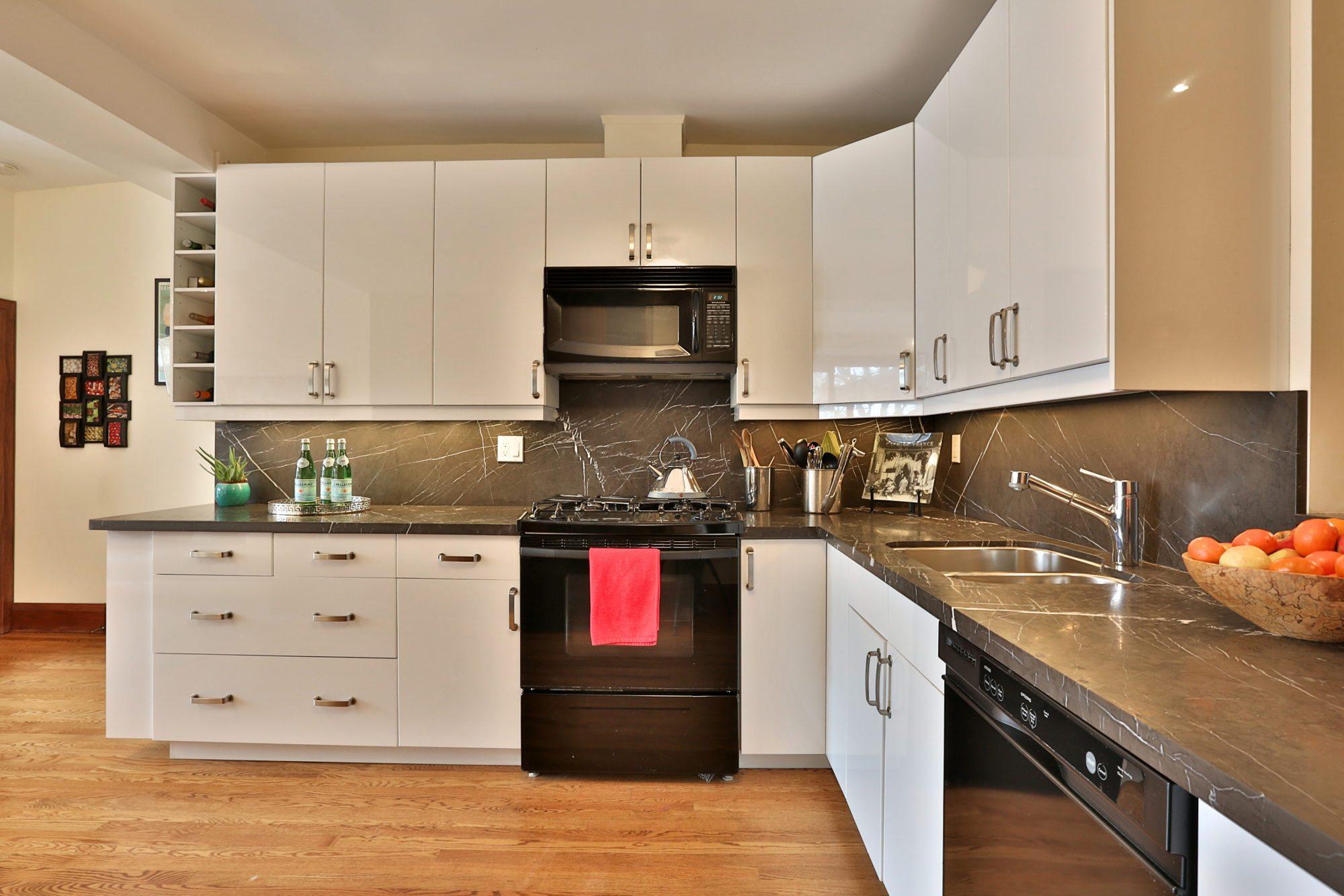 toronto-house-sold-131-concord-avenue-4