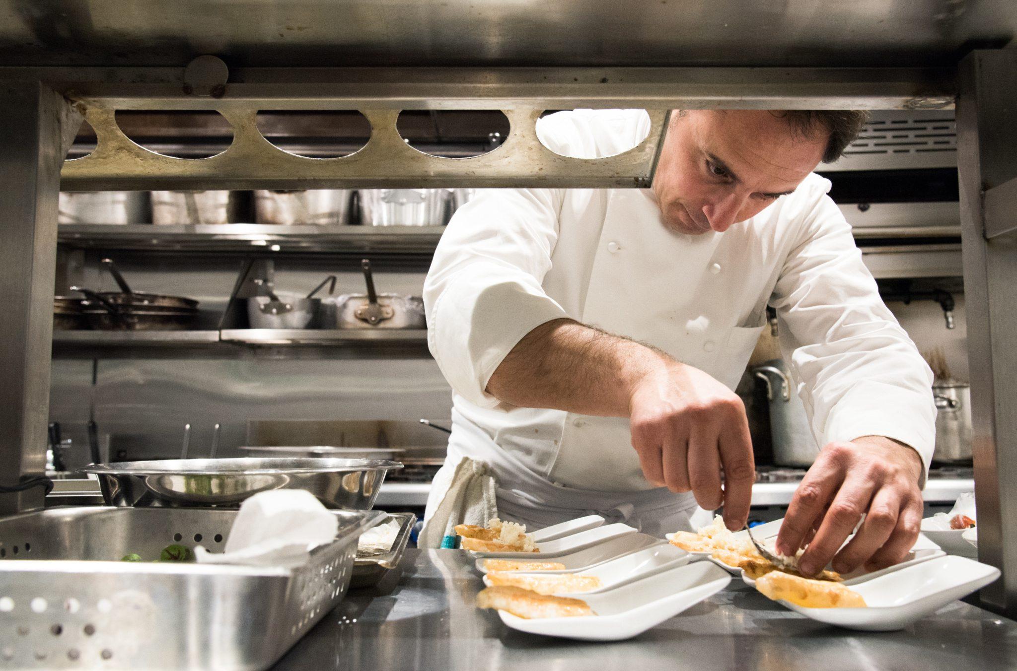 toronto-restaurants-events-sotto-sotto-italian-nino-di-costanzo-chef-plating