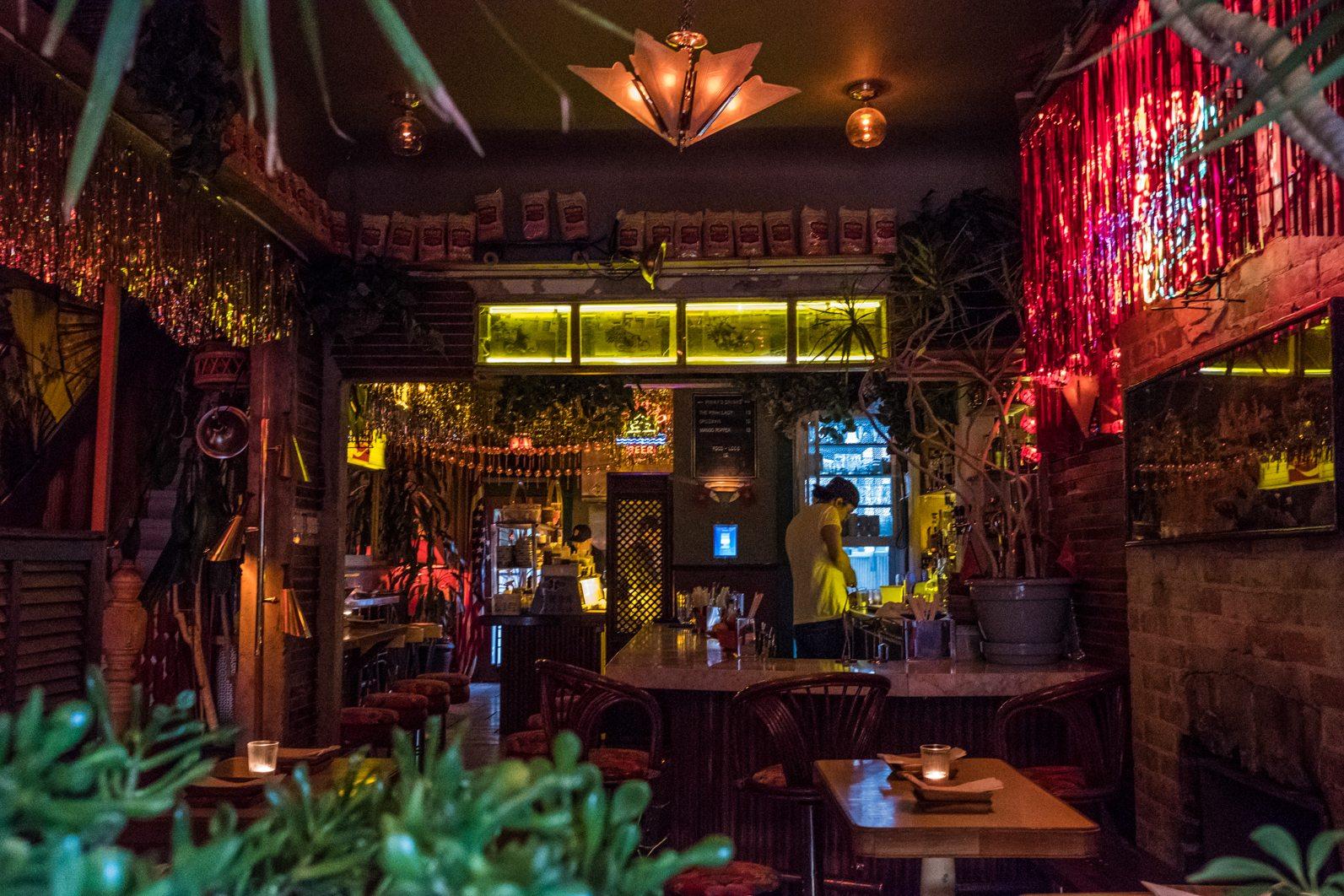 toronto-restaurants-pinkys-ca-phe-vietnamese-cambodian-snack-bar-little-italy-room-2