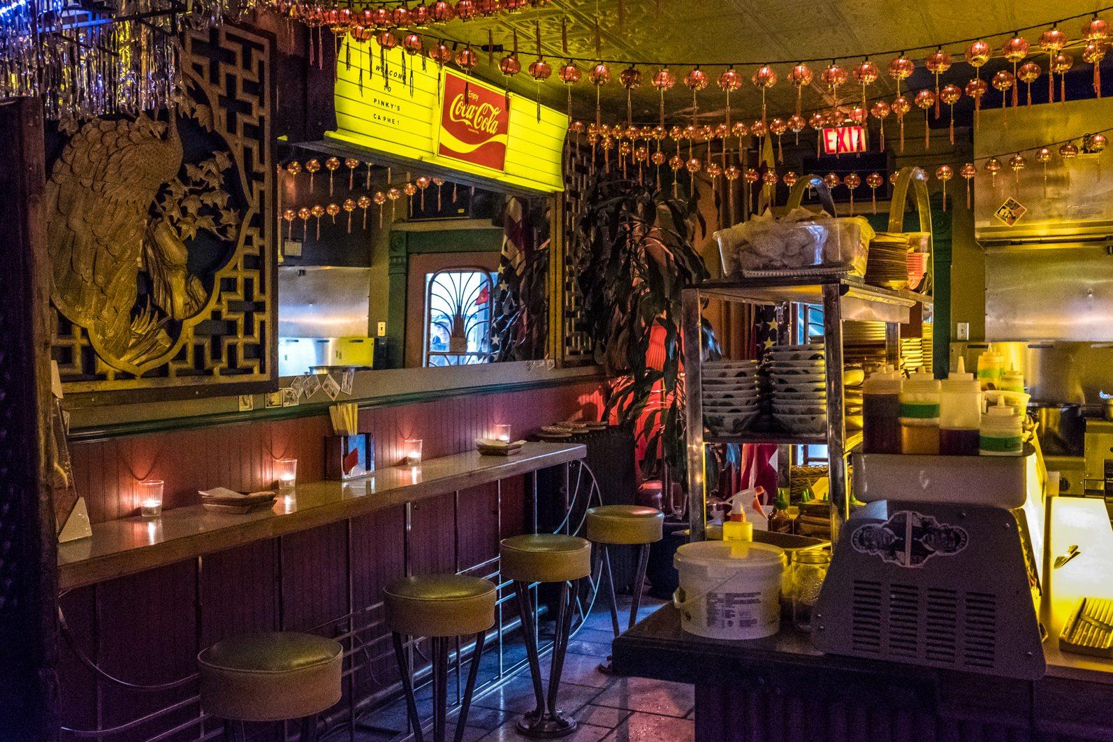 toronto-restaurants-pinkys-ca-phe-vietnamese-cambodian-snack-bar-little-italy-room-8