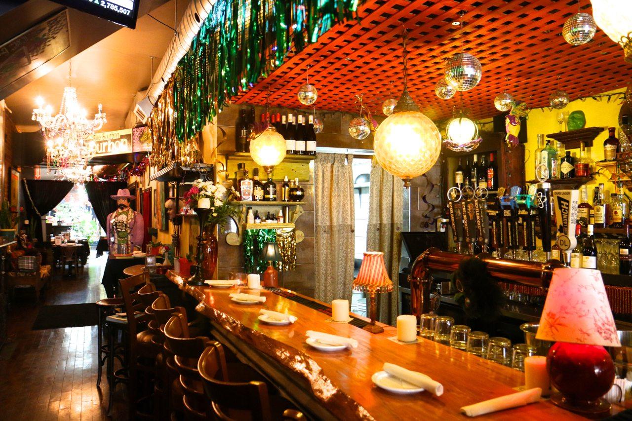 toronto-restaurants-southern-accent-cajun-college-street-bar
