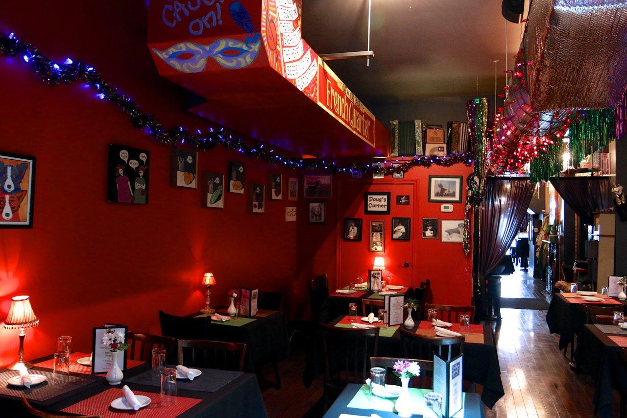 toronto-restaurants-southern-accent-cajun-college-street-room-2