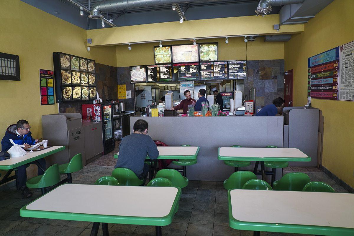 toronto-chefs-in-the-burbs-robbie-hojilla-lake-inez-filipino-scarborough-noodle-delight-interior