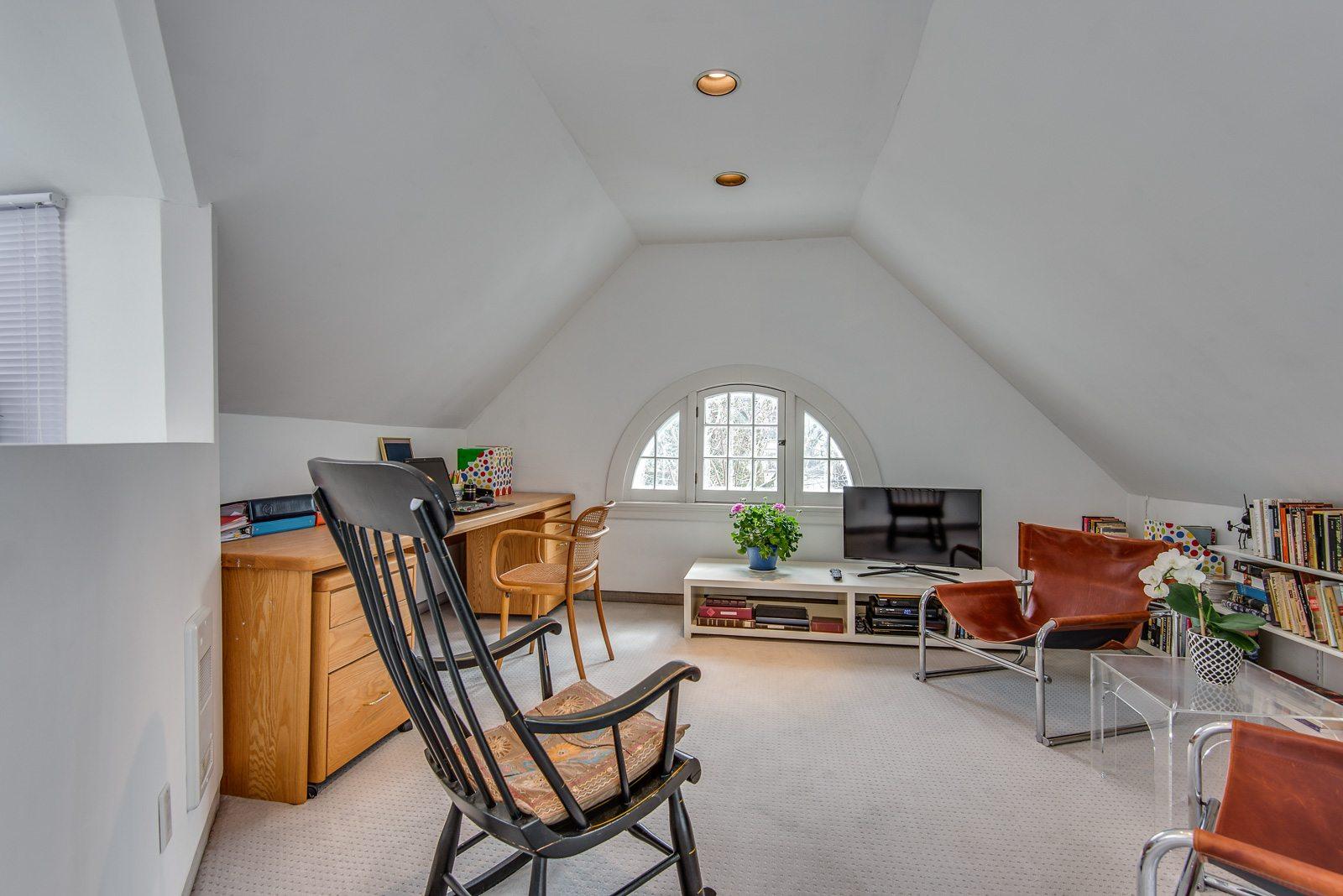toronto-house-sold-72-farnham-avenue-10