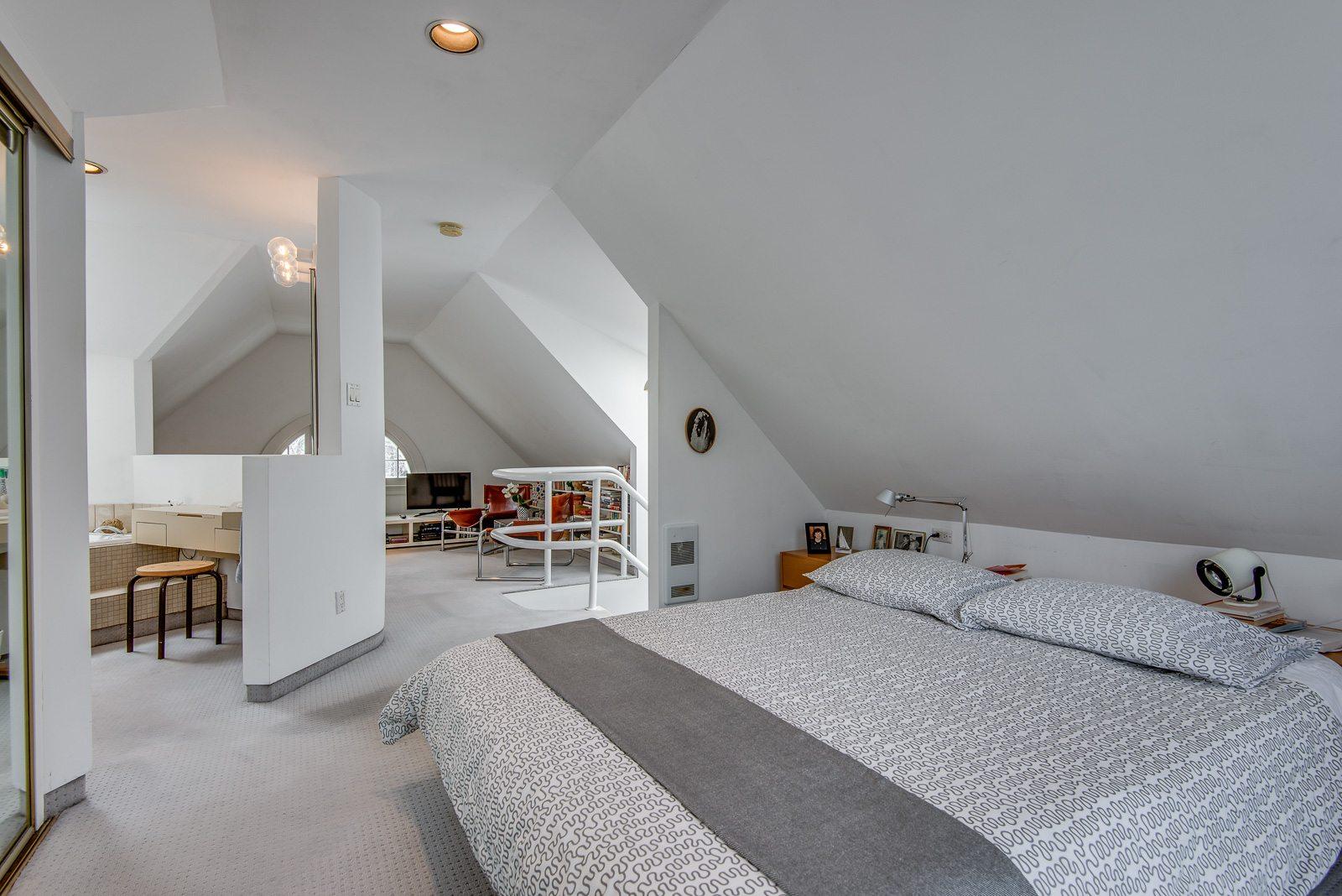 toronto-house-sold-72-farnham-avenue-11
