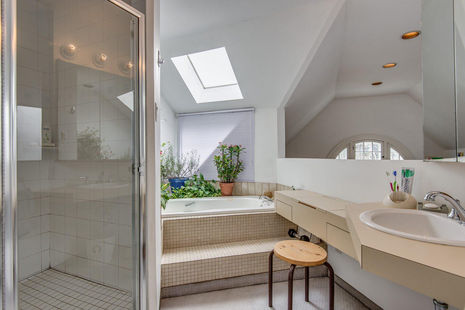 toronto-house-sold-72-farnham-avenue-12