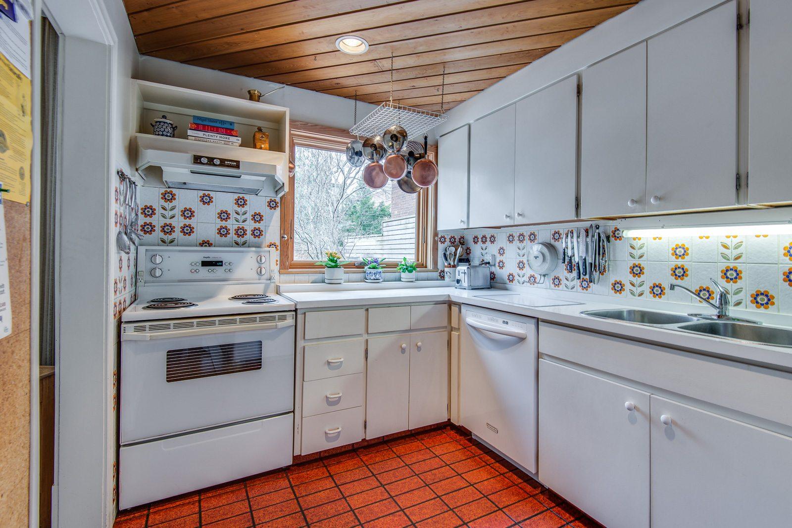toronto-house-sold-72-farnham-avenue-5