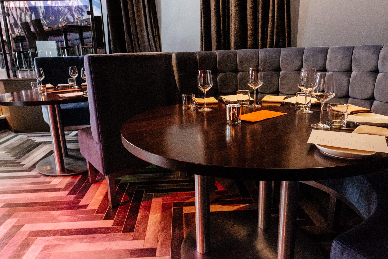 toronto-restaurants-figures-comic-book-super-heroes-yorkville-tables