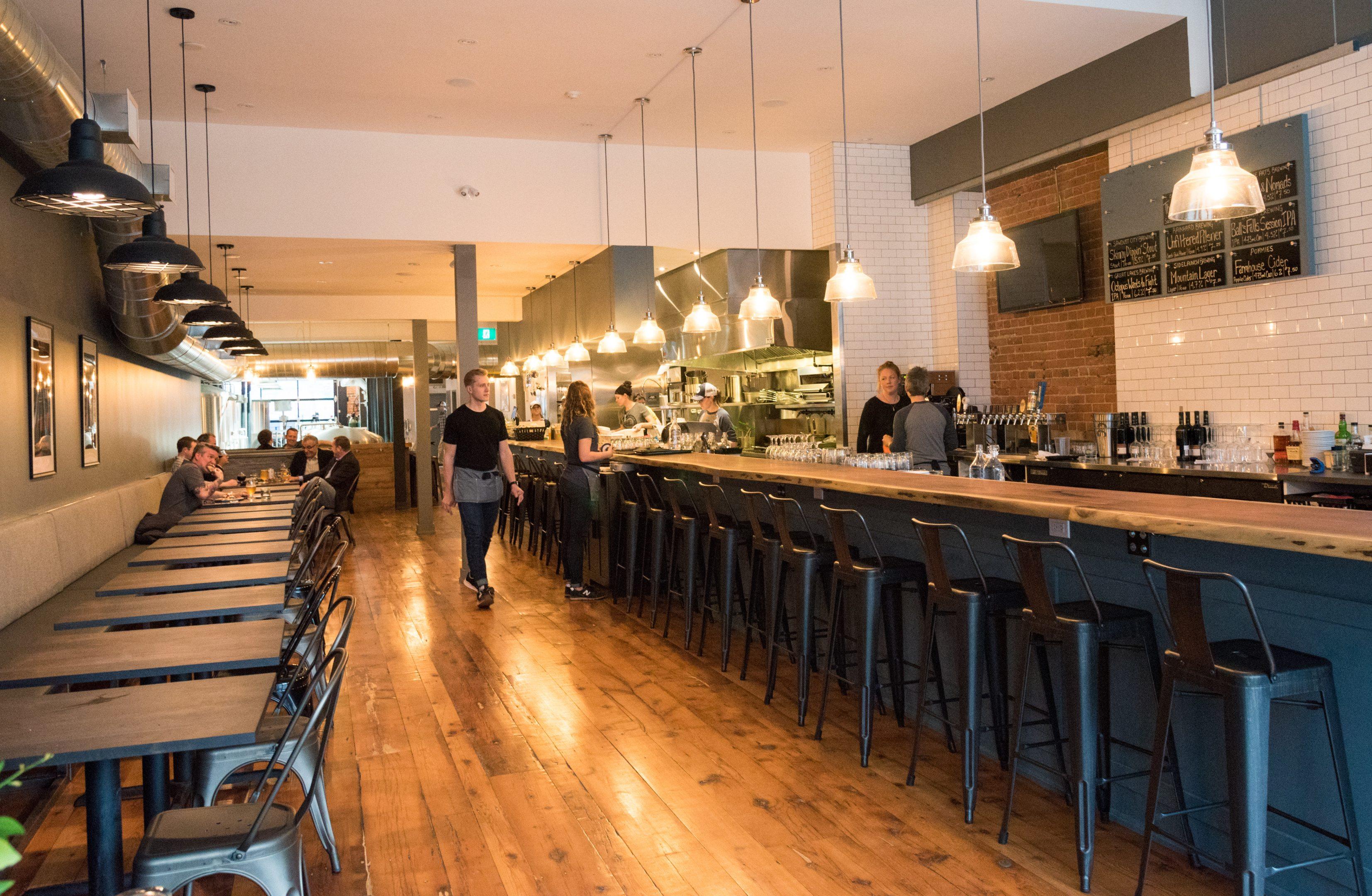 toronto-restaurants-breweries-eastbound-brewing-co-leslieville-beer-room