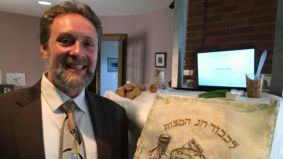 """""""I set up a green screen to make it look like I was in the synagogue"""": How this Toronto rabbi hosted a Seder over Zoom"""