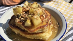 Quarantine Cuisine: Chef Ariel Coplan's recipe for dessert-worthy apple crumble pancakes