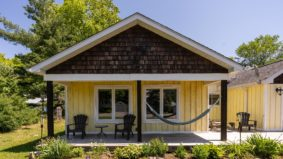 After their travel plans got cancelled, a couple of globe-trotters bought this $925,000 Muskoka cottage