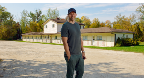 This guy owns the Rosebud Motel from <em>Schitt's Creek</em> and helped Jamal Murray get to the NBA