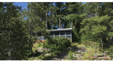 A family wanted to move full-time to cottage country. They found this $745,000 Lake Muskoka cottage