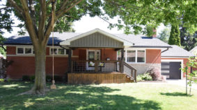 A Toronto couple wanted more space during lockdown. They bought this Grimsby bungalow for $690,000