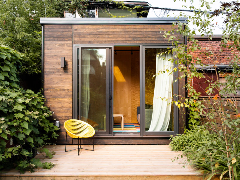 A Bloorcourt family added a second living room—in their backyard
