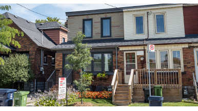 A Torontonian wanted to upsize. After waiting for the condo market to rebound, she bought this $900,000 townhouse in Etobicoke